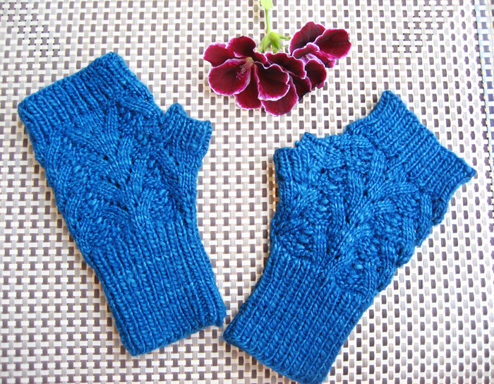 Lace Fingerless Mitts Knitting Pattern