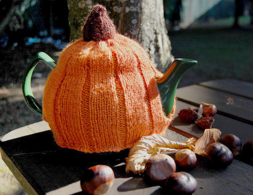 Halloween Pumpkin Tea Cosy Free Knitting Pattern