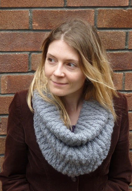 Zigzag Snood And Mittens Knitting Pattern