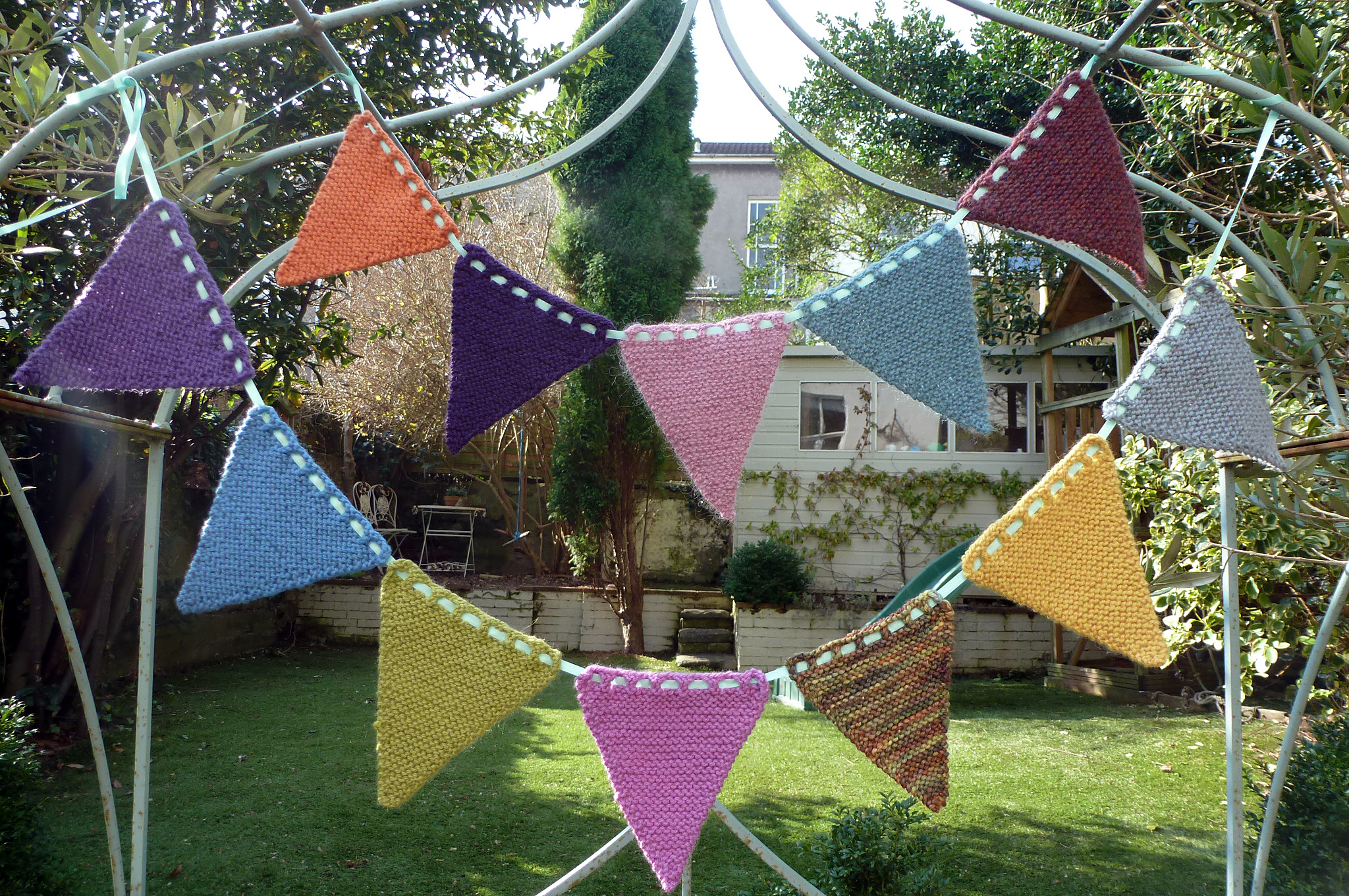 Bunting Knitting Pattern : Knitted Bunting Pattern on Hobbycraft - Buttons and Beeswax