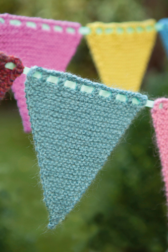 Knitting Pattern Christmas Bunting : Free Knitted Bunting Pattern! - Buttons and Beeswax